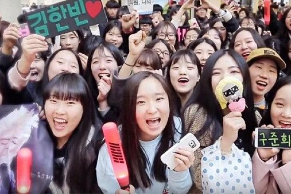 Tak Selamanya Negatif, Inilah Manfaat Positif yang Dirasakan Oleh Penggemar K-pop